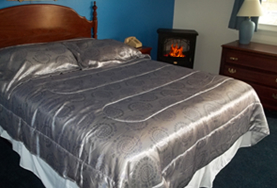 North Conway Lodging Queen room with fireplace